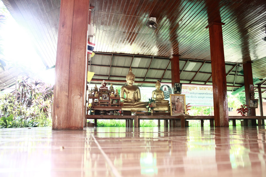 living in a thai monastery - the meditation hall