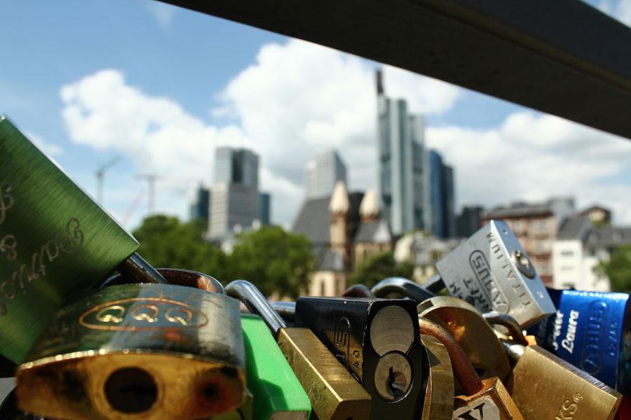 A view over Frankfurt's skyline from Eisener Steg.