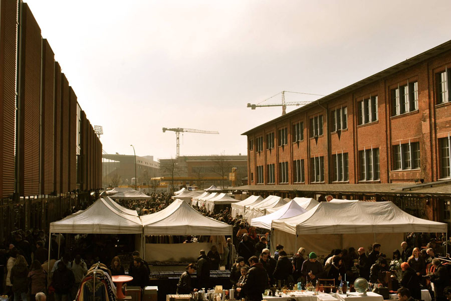 Schanzenflohmarkt - Hamburg's weekly flea market with heaps of treasures to be found!