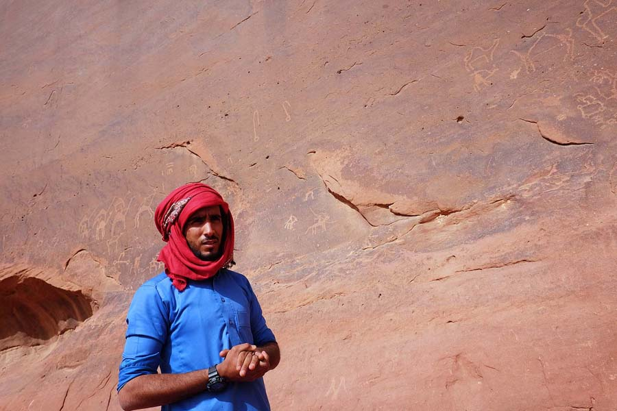 Bedouin telling about old inscriptions in Wadi Rum