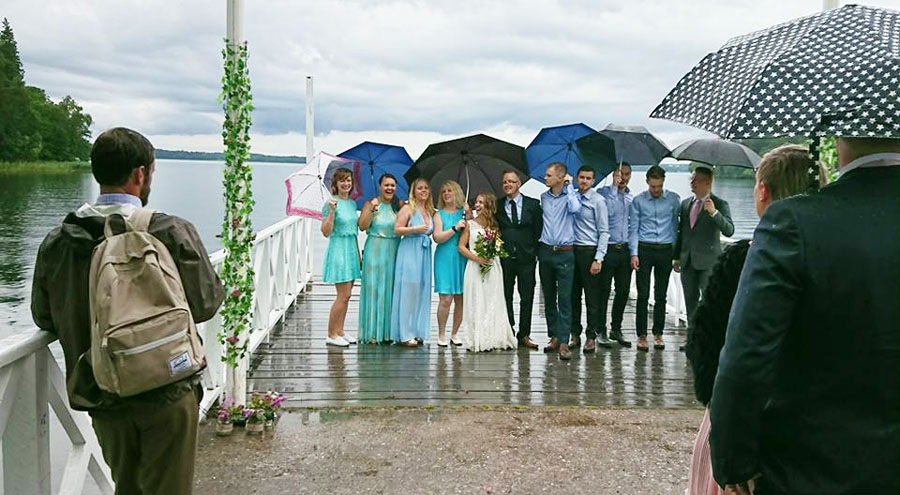 The newly wed couple with bridesmaids and groomsmen.